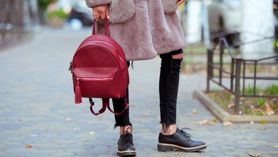 Jak nosić sneakersy do pracy?