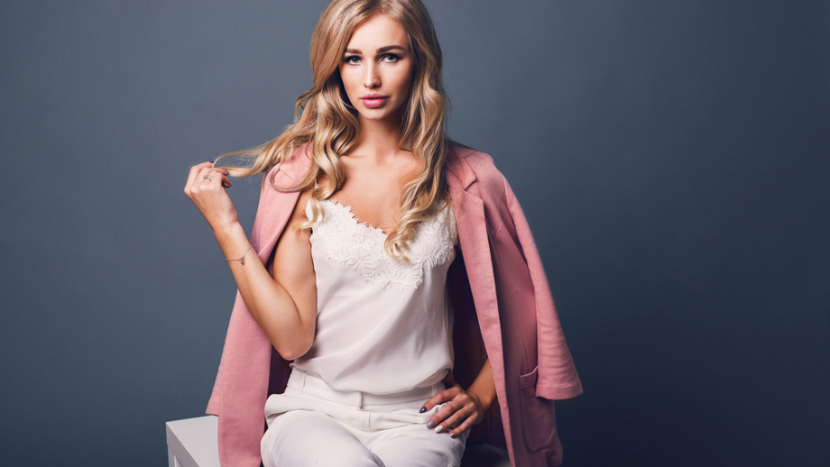 Kolorowe żakiety – sposób na ożywienie oficjalnej stylizacji