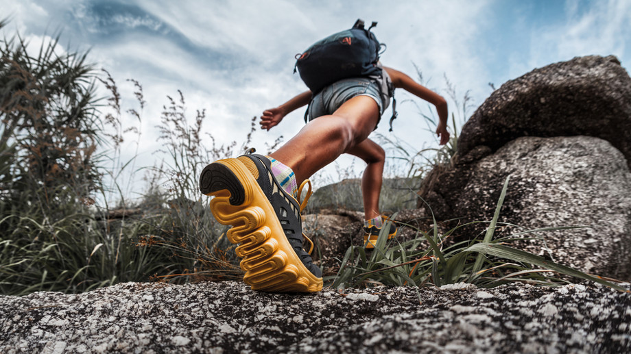 Na szlaku bez zbędnego obciążenia – jak ograniczyć wagę plecaka?