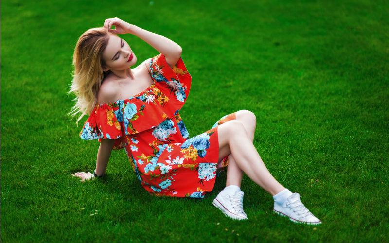 Sukienki z falbanami – romantyczny hit lata
