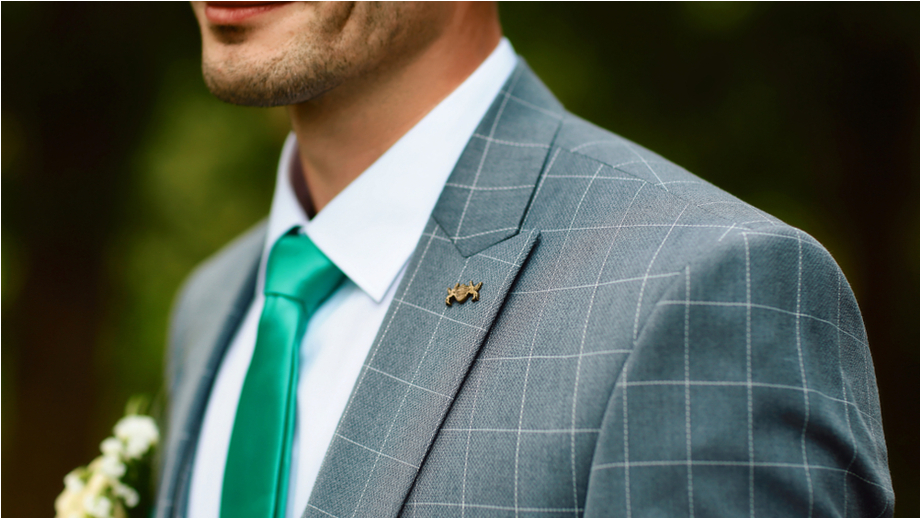 Kraciasty garnitur czy kwiecisty krawat, czyli trendy ślubne 2018 dla mężczyzn