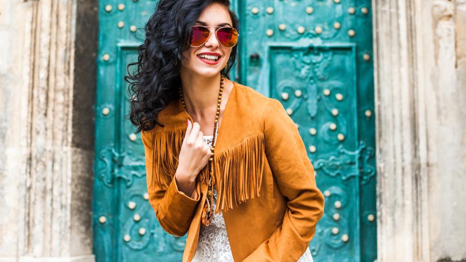 Kolor koniakowy – modna barwa na jesień i zimę