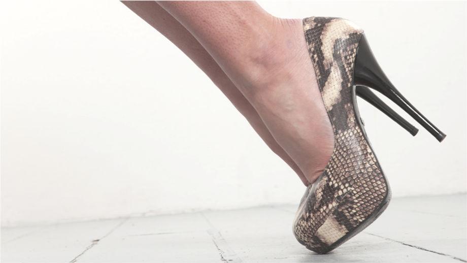 Kontrowersyjne czy super modne? Dodatki z wężowej skóry potrafią odmienić stylizację