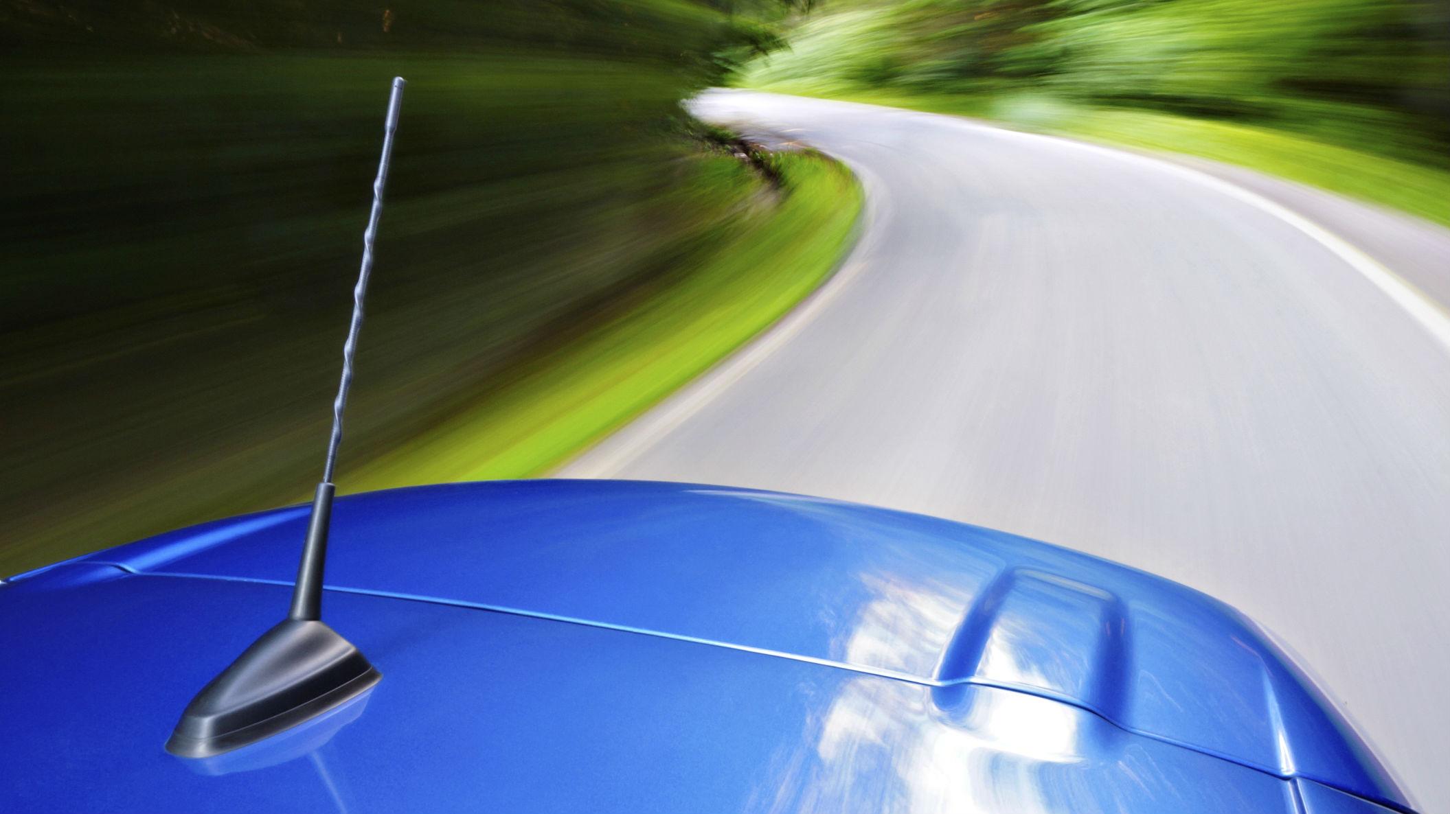 Na co zwrócić uwagę, kupując antenę samochodową?