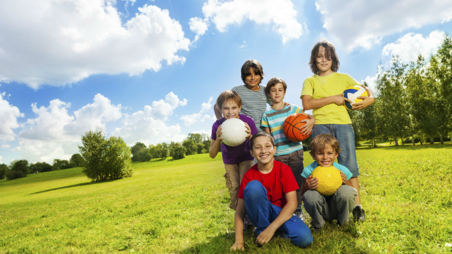 Ze szkoły sportowym krokiem, czyli jak zaplanować aktywne wakacje dla twojego dziecka