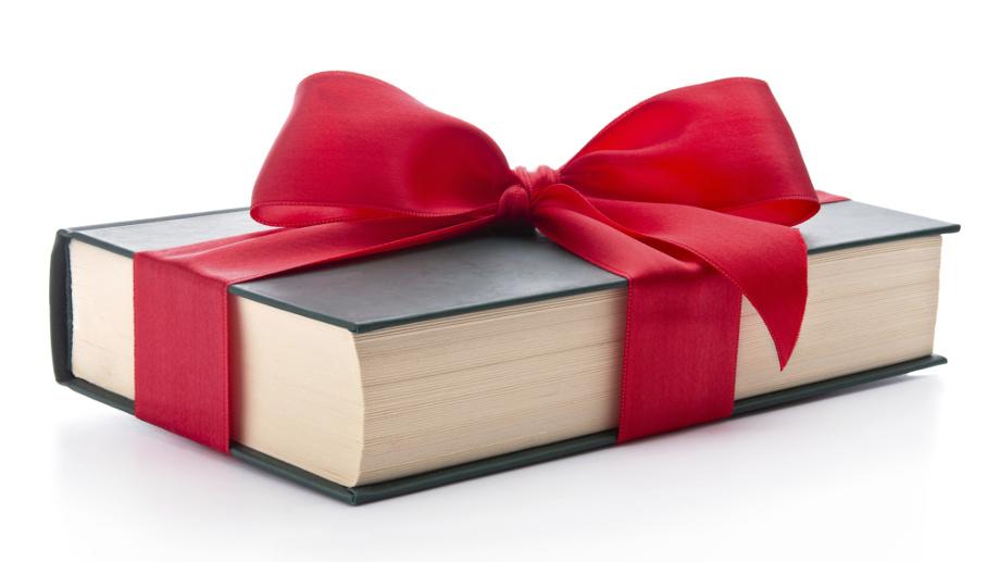 """""""Zamiast kwiatów, prosimy o książkę"""". Jaką wybrać na prezent weselny?"""