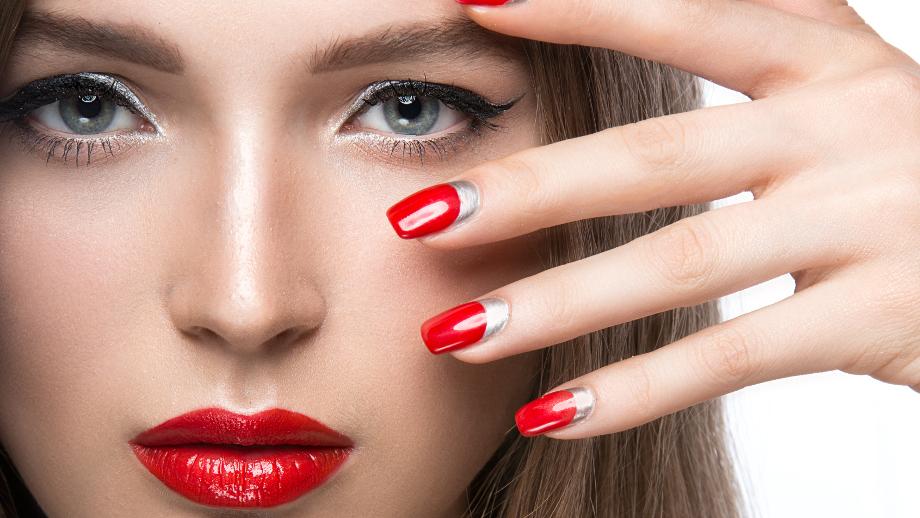 Manicure hybrydowy – co kupić, aby zrobić go we własnym domu?