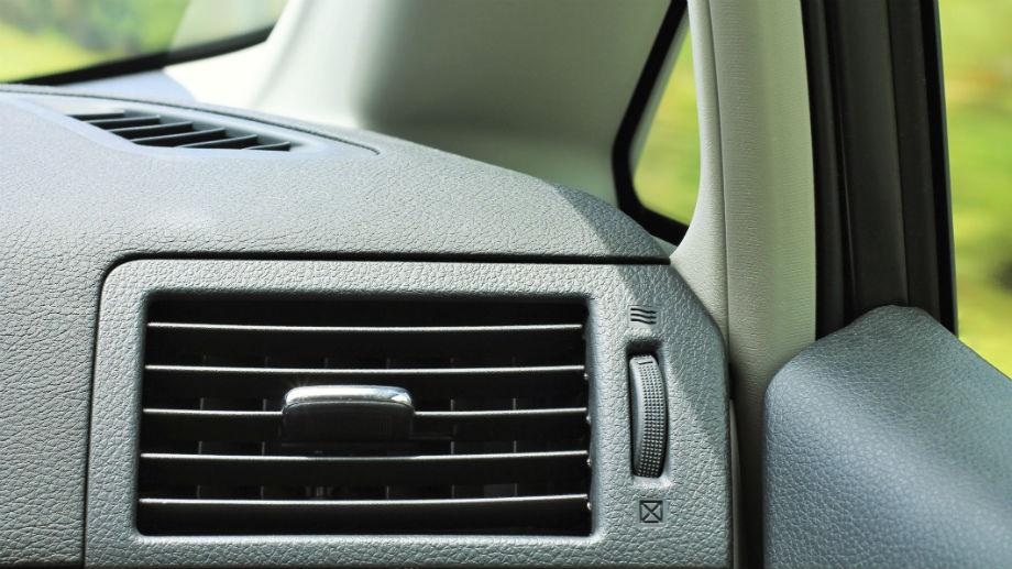 Generatory ozonu – chwyt marketingowy, czy poprawa jakości powietrza w samochodzie?