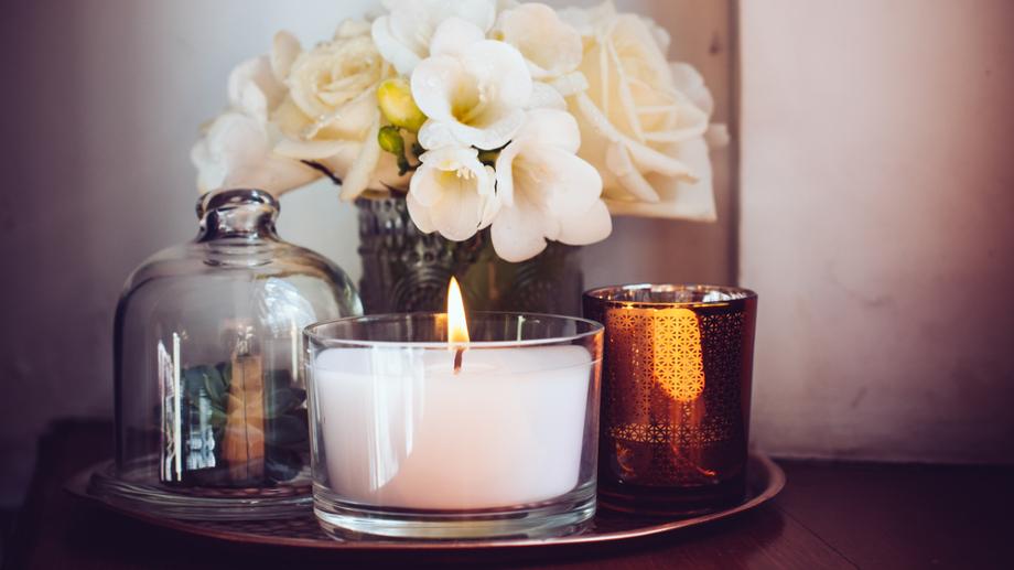 Klimatyczne świece i lampiony do dekoracji mieszkania