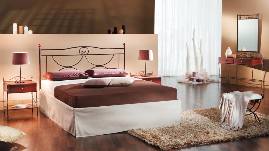Aranżacja sypialni z metalowym łóżkiem – inspiracje ...