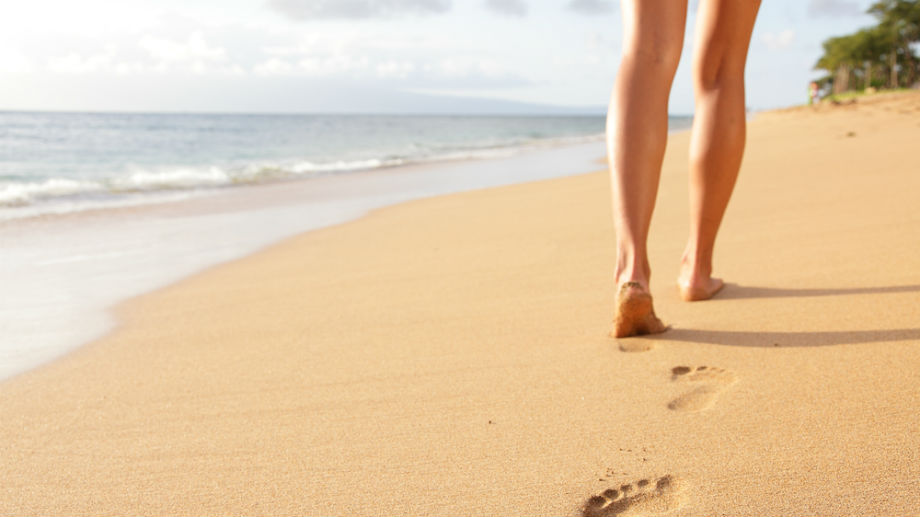 Spacery i bieganie po piasku – skuteczna letnia aktywność
