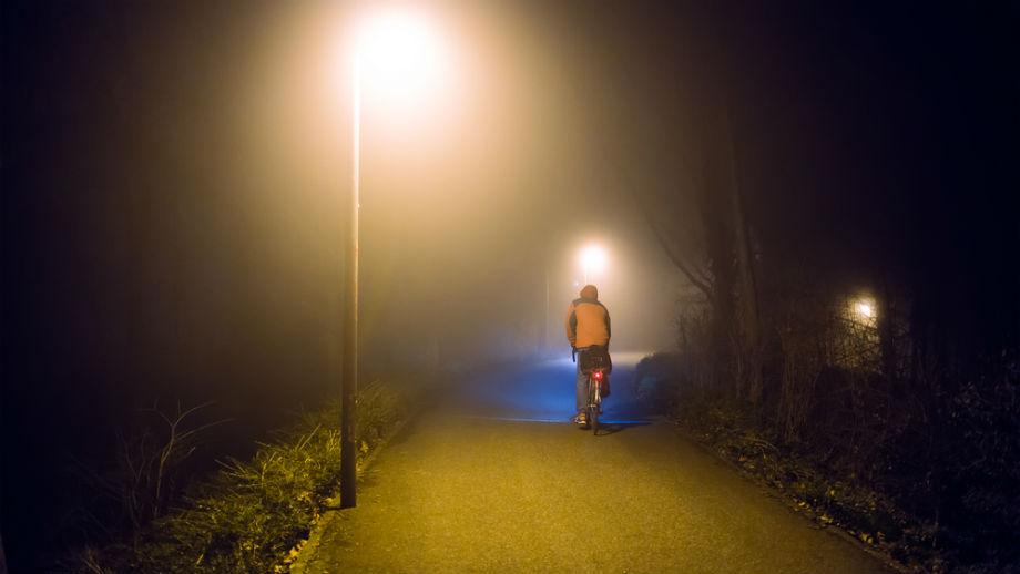 Nocne powroty rowerowe? Zadbaj o odpowiednie oświetlenie!